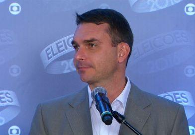 Flávio Bolsonaro empregou mãe e mulher de chefe do Escritório do Crime em seu gabinete