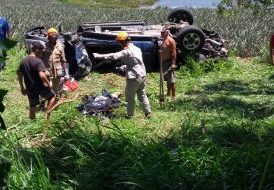 Dois homens morrem e mulher e criança ficam feridas em acidente na RJ-224, em SFI