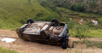 Capotamento deixa quatro feridos próximo ao Posto Timbozão, na BR-101