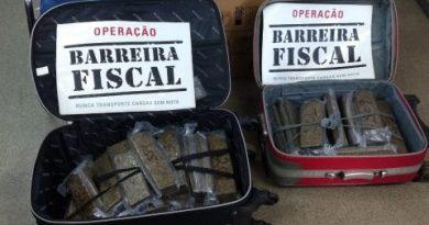 Barreira Fiscal apreende 20 kg de maconha com casal dentro de ônibus de turismo em Itaperuna