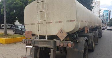 Homem é detido transportando 5 mil litros de etanol sem autorização na RJ-216
