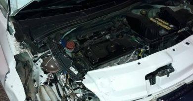 Acidente entre carro e moto deixa três feridos na BR-101, em Campos