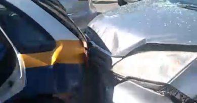 Guardas ficam feridos em acidente com viatura em Campos
