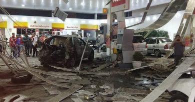 Carro explode enquanto abastecia o tanque de GNV